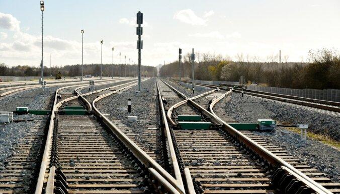 Termīts un 3500 grādu svelme: kā top dzelzceļa mugurkauls – sliedes