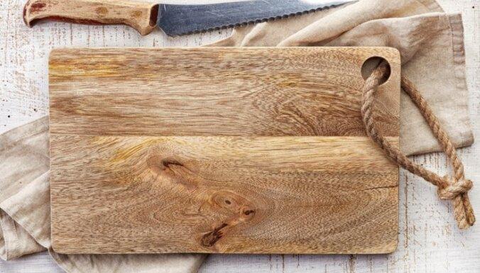 Pieci efektīvi līdzekļi, lai koka dēlītis atgūtu savu spozmi