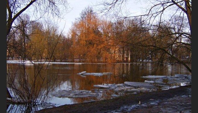 В реках Латвии продолжается понижение уровня воды