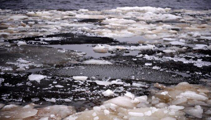 Трагедия под Мадоной: машина вылетела на лед, четыре человека в салоне утонули