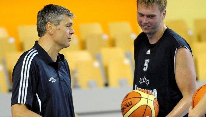 Grafs Slovākijas basketbola čempionātā debitē ar 19 gūtajiem punktiem