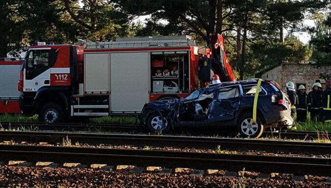 В Приедайне автомобиль столкнулся с поездом: один пострадавший
