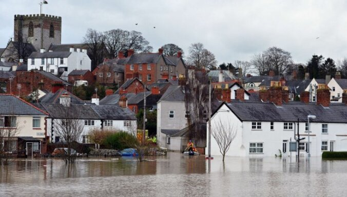 Наводнение в Британии: сотни домов могут быть затоплены