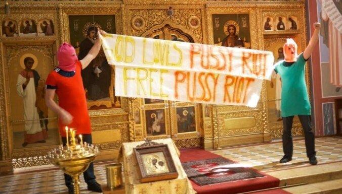 Krievijas priesteris izslēgts no baznīcas par atbalstu 'Pussy Riot'
