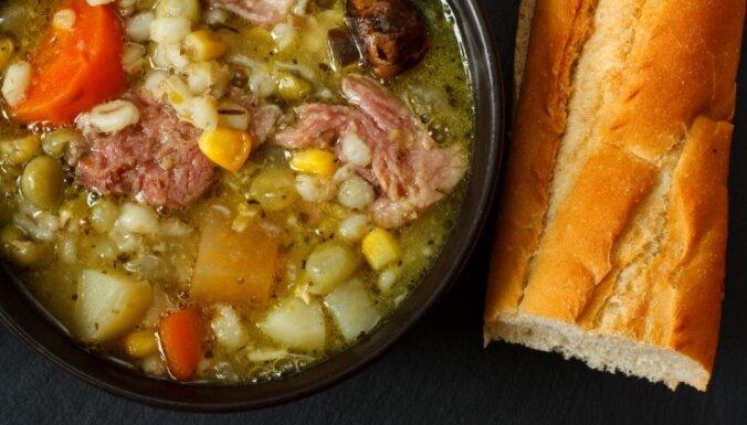 Гороховый суп со свининой, перловкой и луком-пореем