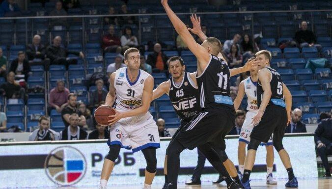 Iespaidīgs Blūma sniegums palīdz 'VEF Rīga' viesos uzvarēt 'Kalev' basketbolistus