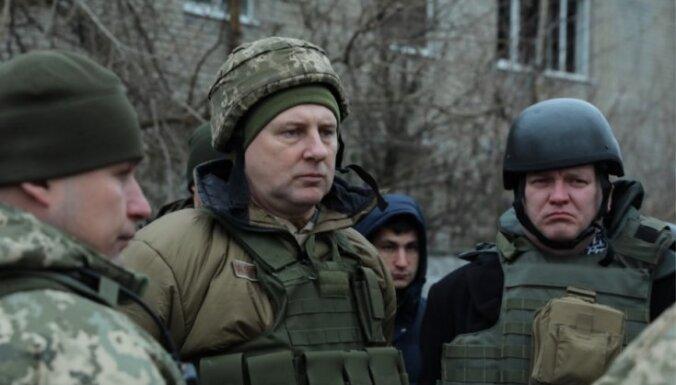 Foto: Vējonis Ukrainas vizītes laikā dodas uz Doņeckas apgabalu