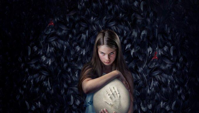 Latvijā un Rīgā filmē somu intelektuālo šausmu filmu 'Hatching'