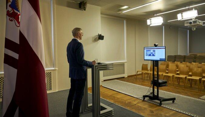 Gobzema partijas un ZZS pārstāvji iesniedz Saeimā Kariņa demisijas pieprasījumu