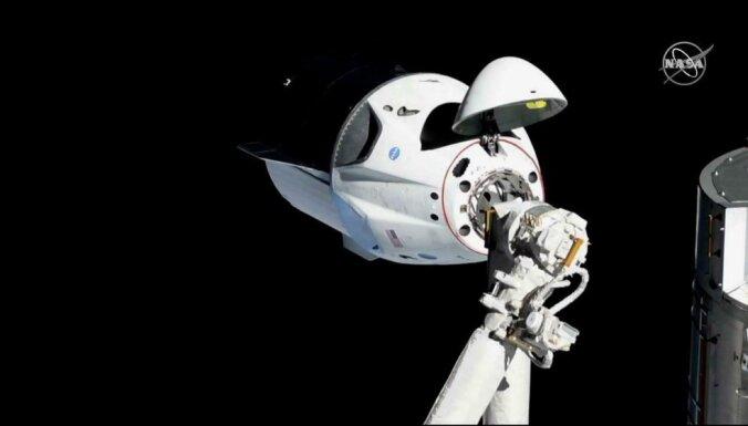'Space X' kosmosa kuģis veiksmīgi savienojas ar SKS