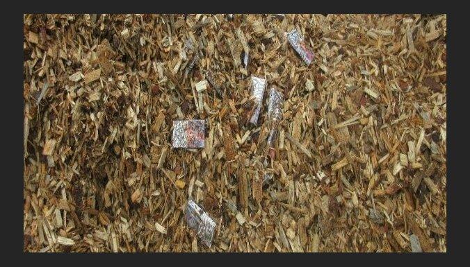 Сотрудники VID обнаружили в грузе со щепой 121 тыс контрабандных сигарет