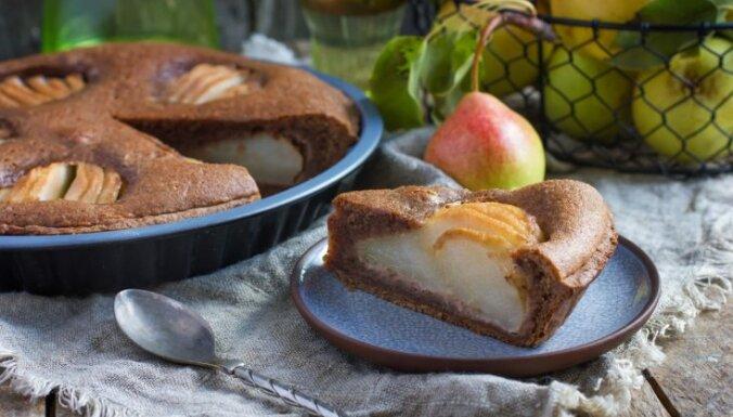 Bumbieru kūkas un plātsmaizes: 7 receptes saldam septembra sākumam