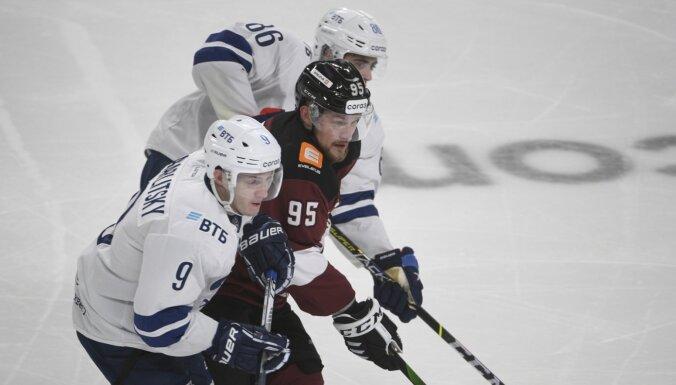 Roberts Bukarts atzīts par pirmdienas spēļu labāko KHL hokejistu