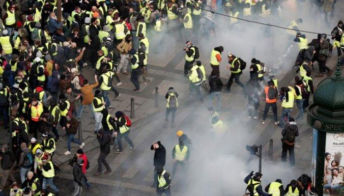 Полиция применила слезоточивый газ для разгона митингующих в Париже