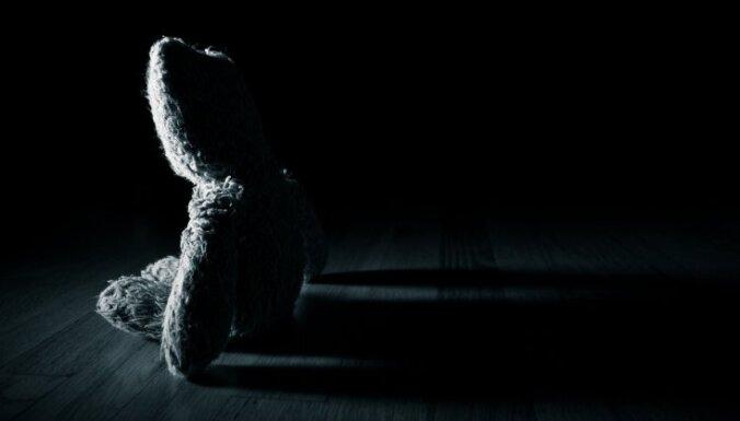 Rīgā aiztur vecākus par zīdaiņa slepkavību