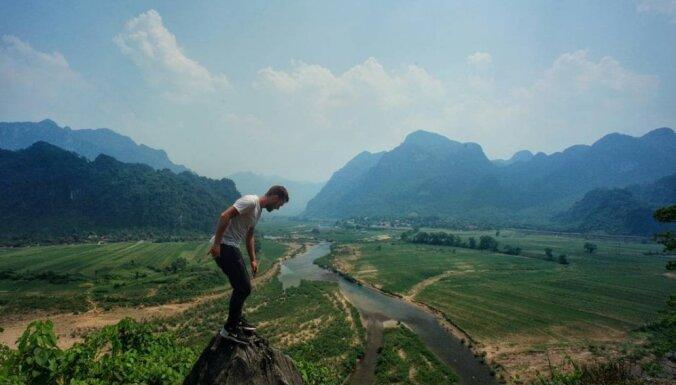 Tumšas alas, tēja ar vietējiem un izmežģīts īkšķis: kā vienam pašam ar moci šķērsot Vjetnamu