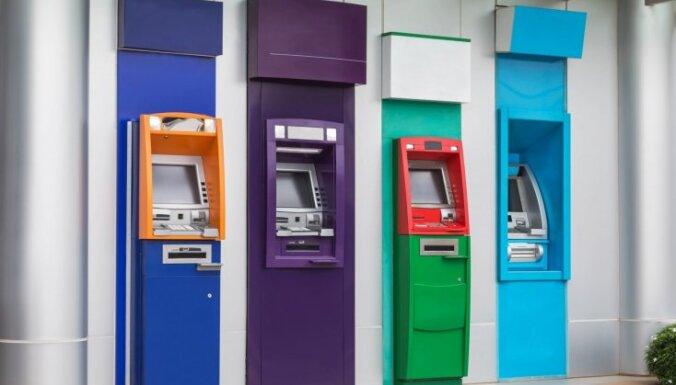 В Латвии за год прекратили работу 60 банкоматов