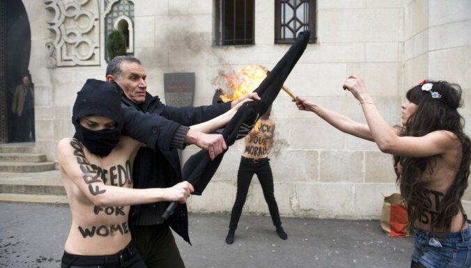В Париже на девушек из FEMEN завели уголовное дело