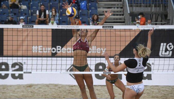 Latvijas pludmales volejbolistes atskatās uz Eiropas čempionāta pirmo dienu