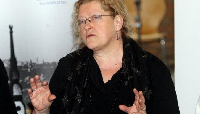 Dzejniece Zandere par 'tikumības sardzi': sabiedrība ir kļuvusi neiecietīgāka pret skolotājiem