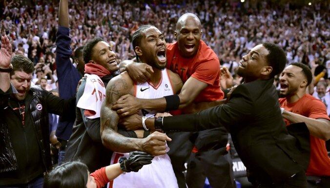 Video: Gadsimta metiens - Lenards neticami nodrošina 'Raptors' iekļūšanu NBA pusfinālā