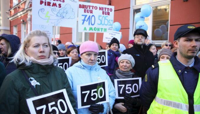 Депутаты Сейма нашли еще 5,5 млн евро на зарплаты учителям
