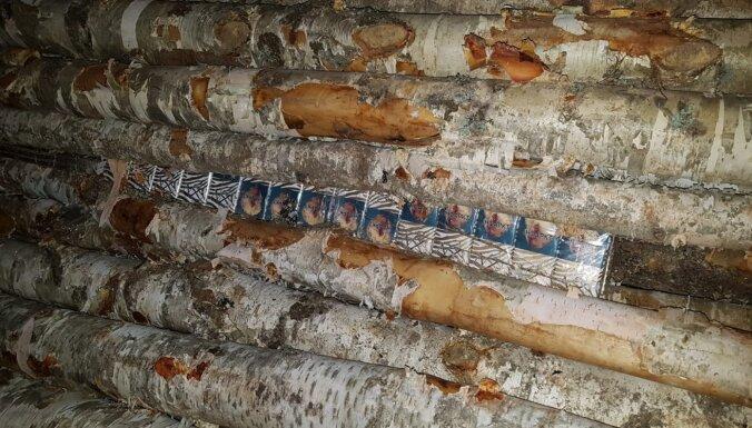 ФОТО. Рига: в грузовом поезде случайно нашли 138 000 контрабандных сигарет