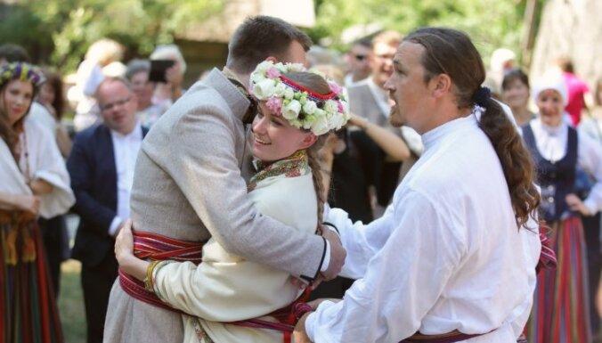 ФОТО: В Этнографическом музее отгуляли латгальскую свадьбу
