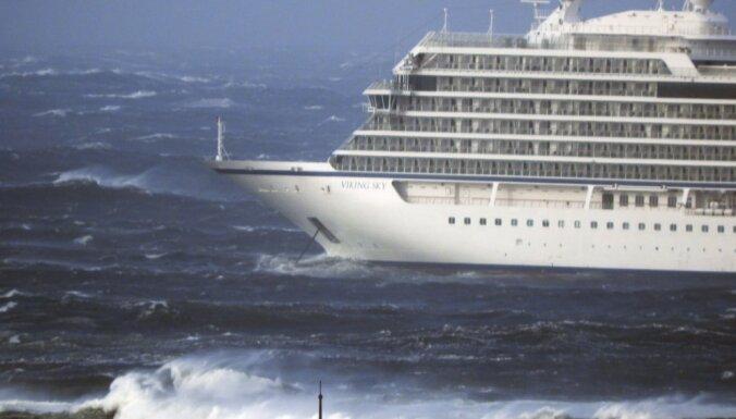 С круизного судна у берегов Норвегии продолжают эвакуировать более 1300 человек