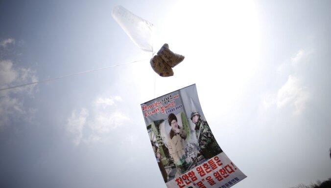 Dienvidkoreja aizliedz uz Ziemeļkoreju sūtīt propagandas materiālus