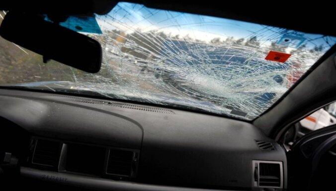 Aizvadītajā diennaktī ceļu satiksmes negadījumos cietuši 10 cilvēki