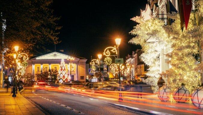 ФОТО. Фантастически красиво украшенные на праздники улицы Вильнюса