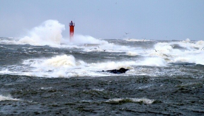 Ainažu apkaimē vējš brāzmās pastiprinājies līdz 31 m/s; Valmierā - līdz 28 m/s