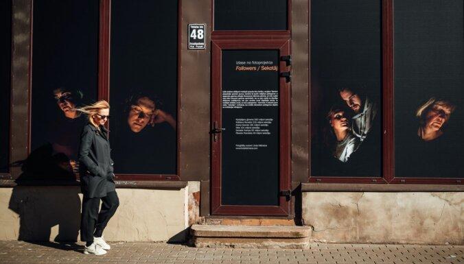 Skatlogos Tērbatas ielā skatāma Lindas Klētnieces fotogrāfiju izstāde