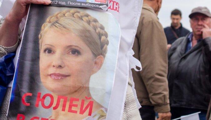 Timošenko 40 stundas pavadījusi, guļot uz slimnīcas grīdas