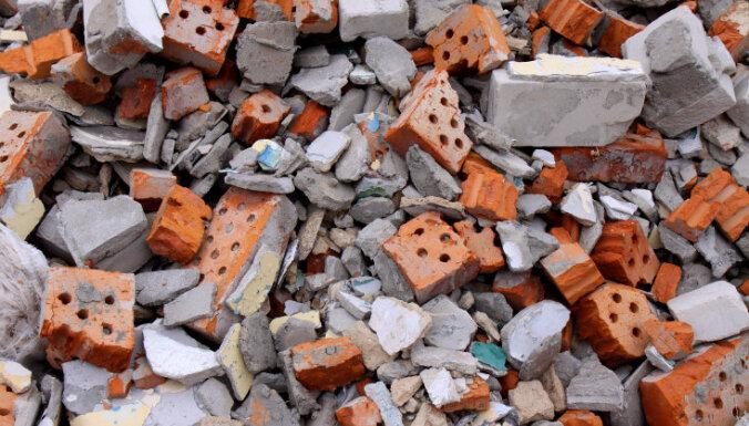 Pusotru miljonu vērta izgāztuve — rosina apsūdzēt uzņēmēju par būvgružu nelikumīgu izgāšanu