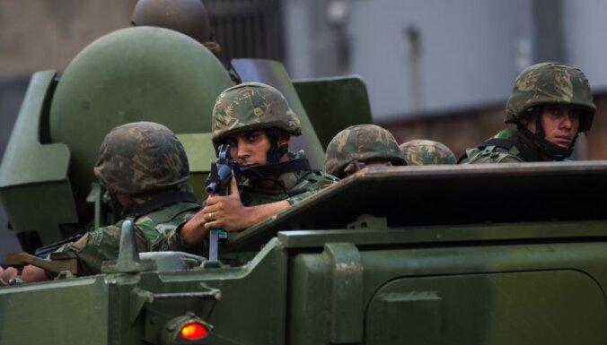 Brazīlijas policija pārņem graustu rajonu pie Riodežaneiro lidostas