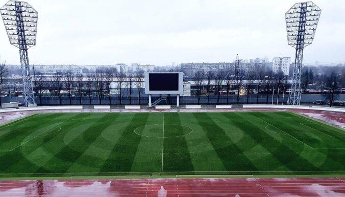 'Daugavas' stadionā īpaši sagatavots futbola laukuma zālājs