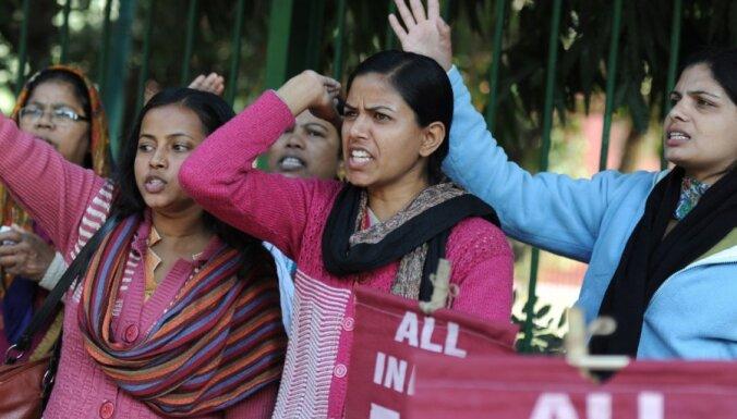 Индия простилась с умершей после изнасилования и побоев студенткой