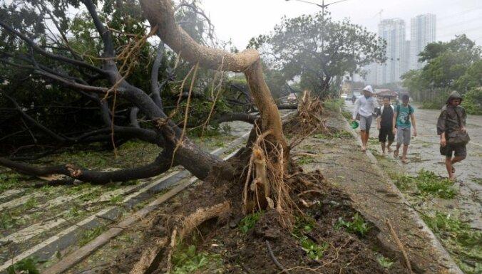 ФОТО: на Филиппинах из-за тайфуна эвакуированы 450 000 человек