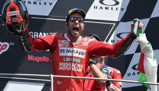 Petruči aizraujošā sacīkstē izcīna savu pirmo 'MotoGP' uzvaru