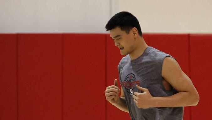Traumas dēļ Jao Mins beidz basketbolista karjeru