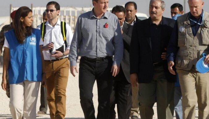 Lielbritānija mēģinās apvienot Sīrijas bruņoto opozīciju
