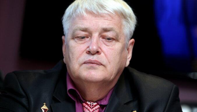 """Автор """"Людей Майдана"""" рассказал об обиде на Ушакова и предложил поговорить с Маккейном"""