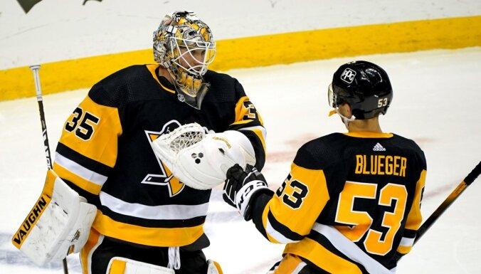 Bļugers aktīvs 'Penguins' uzvarā pār 'Rangers'