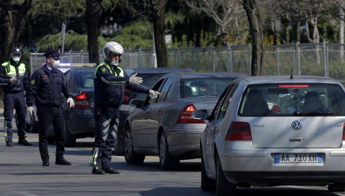 Голландца посадили на 70 суток за угрозу заразить коронавирусом полицейских