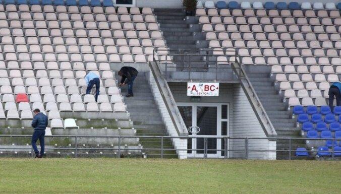 """ВИДЕО, ФОТО: На стадион """"Сконто"""" прибыли судебные исполнители; ЛФФ в замешательстве"""