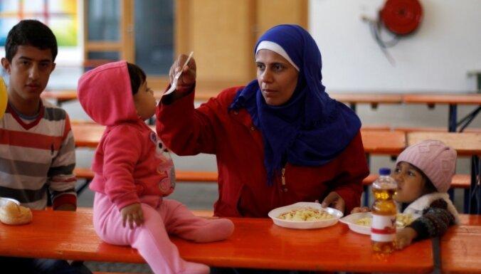 Vācijā līdz oktobrim tiks atvērti jauni patvēruma meklētāju centri