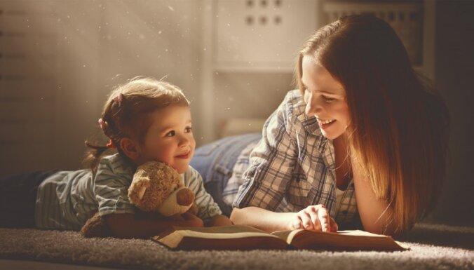 Bibliotekāri iesaka vērtīgākās grāmatas lasīšanai visai ģimenei