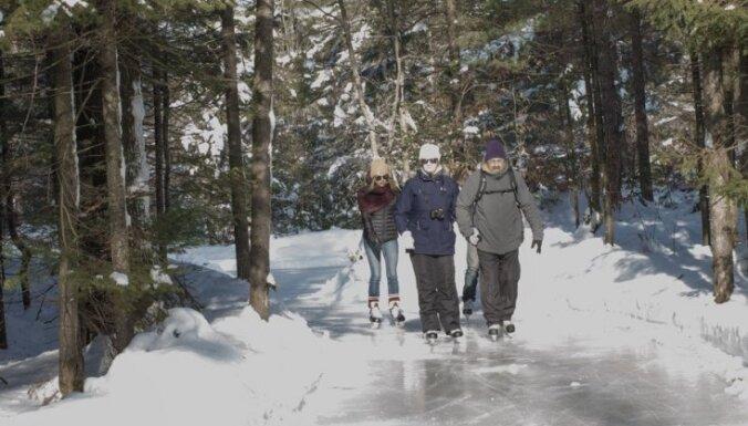 Foto: Kanādā atklāta 15 kilometrus gara slidotava pa gleznainu priežu mežu